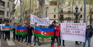 Barselonada erməni təxribatına qarşı burada yaşayan azərbaycanlılar etiraz aksiyası keçirib.